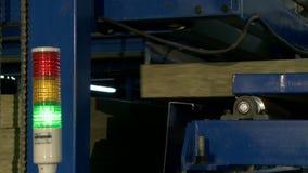 Vista de la máquina para la producción de los paneles de bocadillo almacen de video
