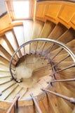Vista de la madera de la escalera espiral Imágenes de archivo libres de regalías