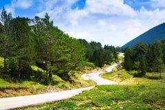 Vista de la montaña con el camino Imagen de archivo libre de regalías