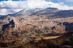 Vista de la montaña con el cielo azul del alto camino alpino de Grossglockner en Austria fotografía de archivo libre de regalías