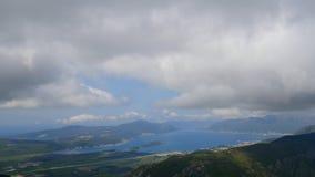 Vista de la montaña Lovcen Tivat Aeropuerto de Tivat Lustica Penins almacen de video