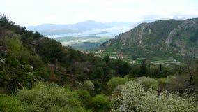 Vista de la montaña Lovcen Tivat Aeropuerto de Tivat Lustica Penins metrajes