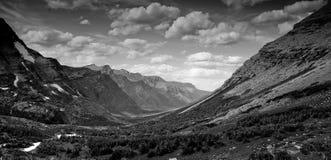 Vista de la montaña de Monochromaic Foto de archivo libre de regalías