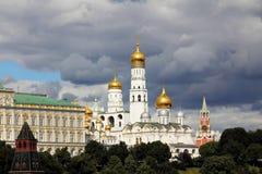 Vista de la Moscú el Kremlin en julio foto de archivo