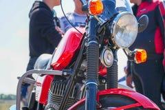 Vista de la motocicleta del frente imagenes de archivo