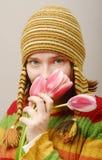 Vista de la muchacha con los tulipanes Imagen de archivo