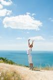 Vista de la muchacha y del mar Imagen de archivo libre de regalías