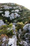 Vista de la necrópolis del norte en Pantalica - Sicilia Fotos de archivo libres de regalías