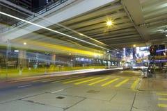 Vista de la noche del puente de la calle y del paso elevado Foto de archivo libre de regalías
