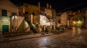 Vista de la noche en Matera en el distrito del ` de Sassi del `, Basilicata, Italia meridional Imagen de archivo