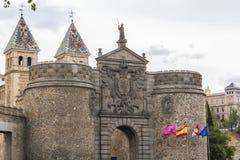 Vista de la nueva puerta de Bisagra en Toledo, España Foto de archivo libre de regalías