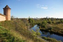 Vista de la pared de Kremlin en Suzdal foto de archivo