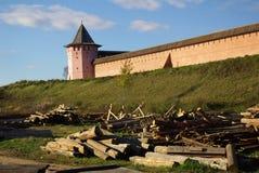 Vista de la pared de Kremlin en Suzdal imagen de archivo libre de regalías