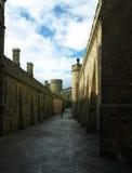 Vista de la pared del castillo en un día asoleado Fotos de archivo libres de regalías