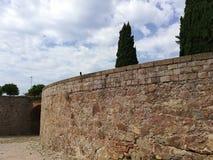 Vista de la pared y del camino viejos en piedra fotos de archivo