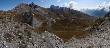 Vista de la parte italiana de la frontera en el Alpes fotos de archivo