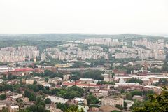 Vista de la pequeña ciudad vieja Lviv Foto de archivo libre de regalías