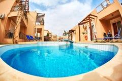 Vista de la piscina Fotos de archivo libres de regalías
