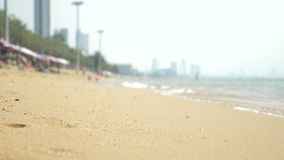 Vista de la playa asi?tica urbana, terrapl?n 4K Falta de definici?n, fondo almacen de metraje de vídeo