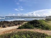 Vista de la playa de la bahía de Kaiaka foto de archivo libre de regalías