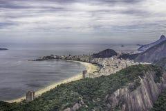 Vista de la playa de Copacabana de Sugar Loaf en Rio de Janeiro imagen de archivo