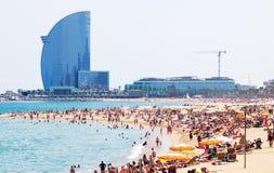 Vista de la playa de Barceloneta en Barcelona imagen de archivo