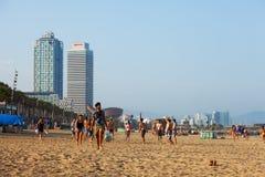 Vista de la playa de Barceloneta por la tarde del verano Fotografía de archivo
