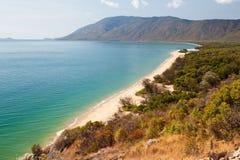 Vista de la playa de la tribulación del cabo de Daintree Imágenes de archivo libres de regalías