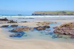 Vista de la playa de Polzeath Foto de archivo libre de regalías