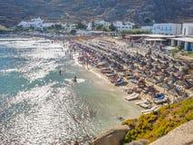 Vista de la playa del paraíso en Mykonos Imágenes de archivo libres de regalías