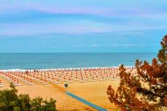Vista de la playa, el Mar Negro Albena foto de archivo