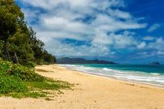 Vista de la playa de Waimanalo con agua de la turquesa en la isla de Oahu fotografía de archivo libre de regalías