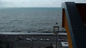 Vista de la playa y del mar en el ascendente metrajes