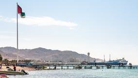 Vista de la playa y del puerto urbanos en la ciudad de Aqaba Fotos de archivo libres de regalías