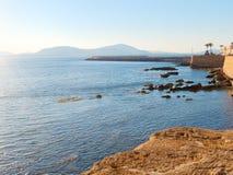 Vista de la 'promenade' y de las paredes viejas del alghero Alghero, Cerdeña, Italia Fotos de archivo