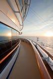 Vista de la puesta del sol de la nave del océano Imagen de archivo