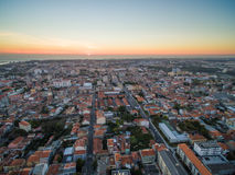 Vista de la puesta del sol del lado de nuevo Oporto, Portugal aéreo Foto de archivo