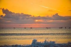 Vista de la puesta del sol en la playa Fotos de archivo