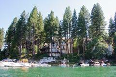 Vista de la punta de flecha del lago en California imagen de archivo