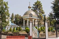 Vista de la Rotonda del Santo-agua en el cuadrado en el Trin santo Foto de archivo