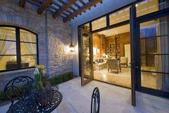 Vista de la sala de estar del patio Fotos de archivo libres de regalías