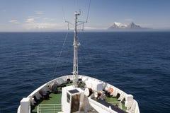 Vista de la tierra del barco imágenes de archivo libres de regalías