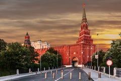 Vista de la torre de Borovitskaya de la Moscú el Kremlin Imagenes de archivo