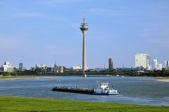 Vista de la torre de Rheinturm TV en Düsseldorf, Alemania Imágenes de archivo libres de regalías