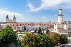 Vista de la torre del centro de ciudad y del ayuntamiento del ucraniano occidental CIT Fotografía de archivo