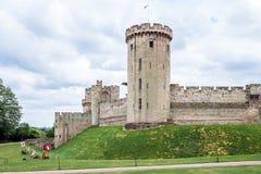 Vista de la torre y del gatehouse medievales de Warwick Castle warwick Fotografía de archivo libre de regalías