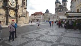 Vista de la vieja plaza de Praga - Praga - Checo almacen de metraje de vídeo