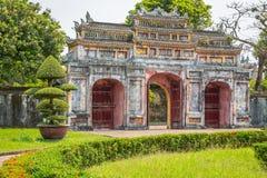 Vista de la vieja puerta en la ciudad imperial de la tonalidad Fotografía de archivo libre de regalías