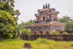 Vista de la vieja puerta en la ciudad imperial de la tonalidad Imagen de archivo libre de regalías