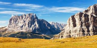 Vista de Langkofel ou de Sassolungo, montanhas das dolomites imagem de stock